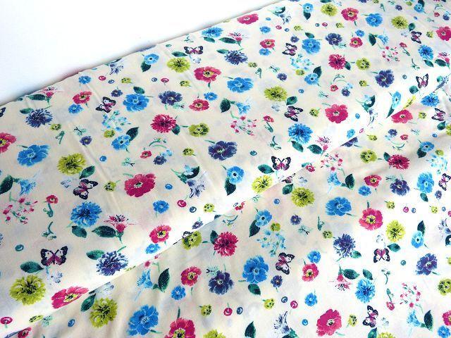 Viskose Blumen Schmetterlinge Creme Blusenstoff Stoff Stoffknoch